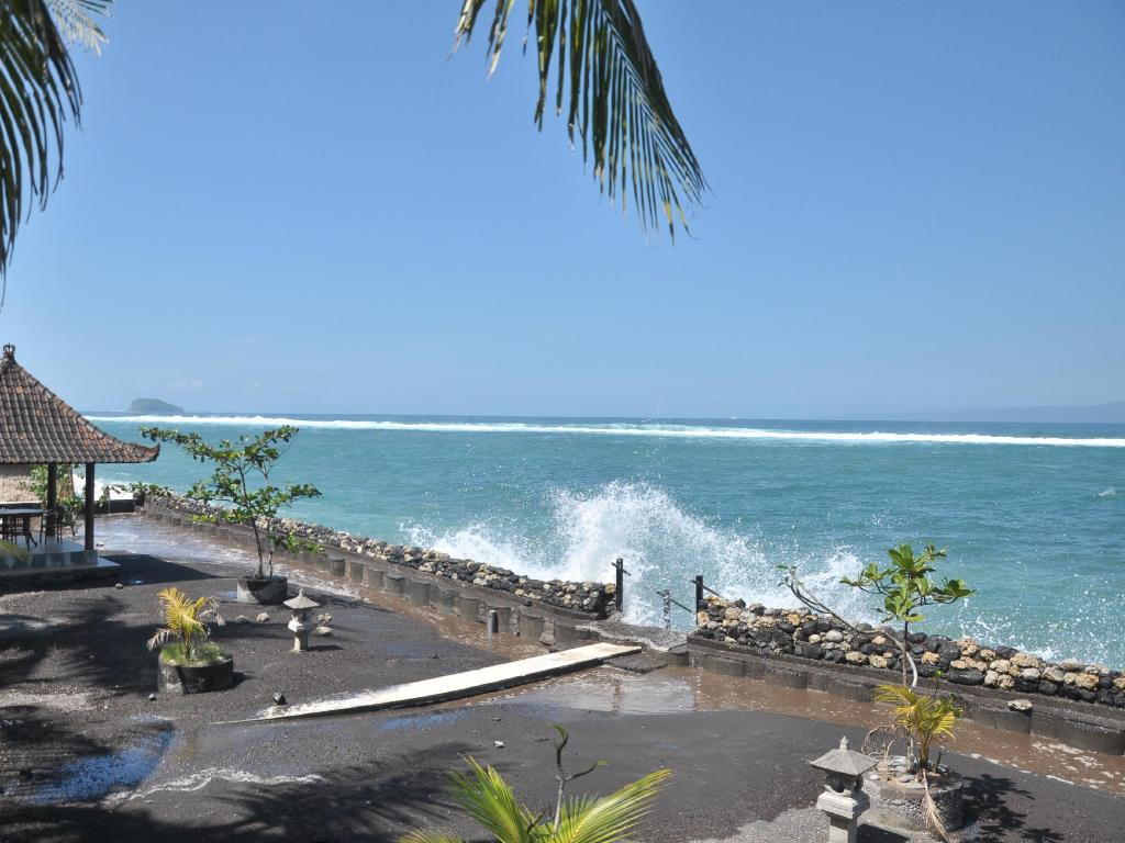 Best price on crystal beach bali hotel in bali reviews for Best beach hotels in bali