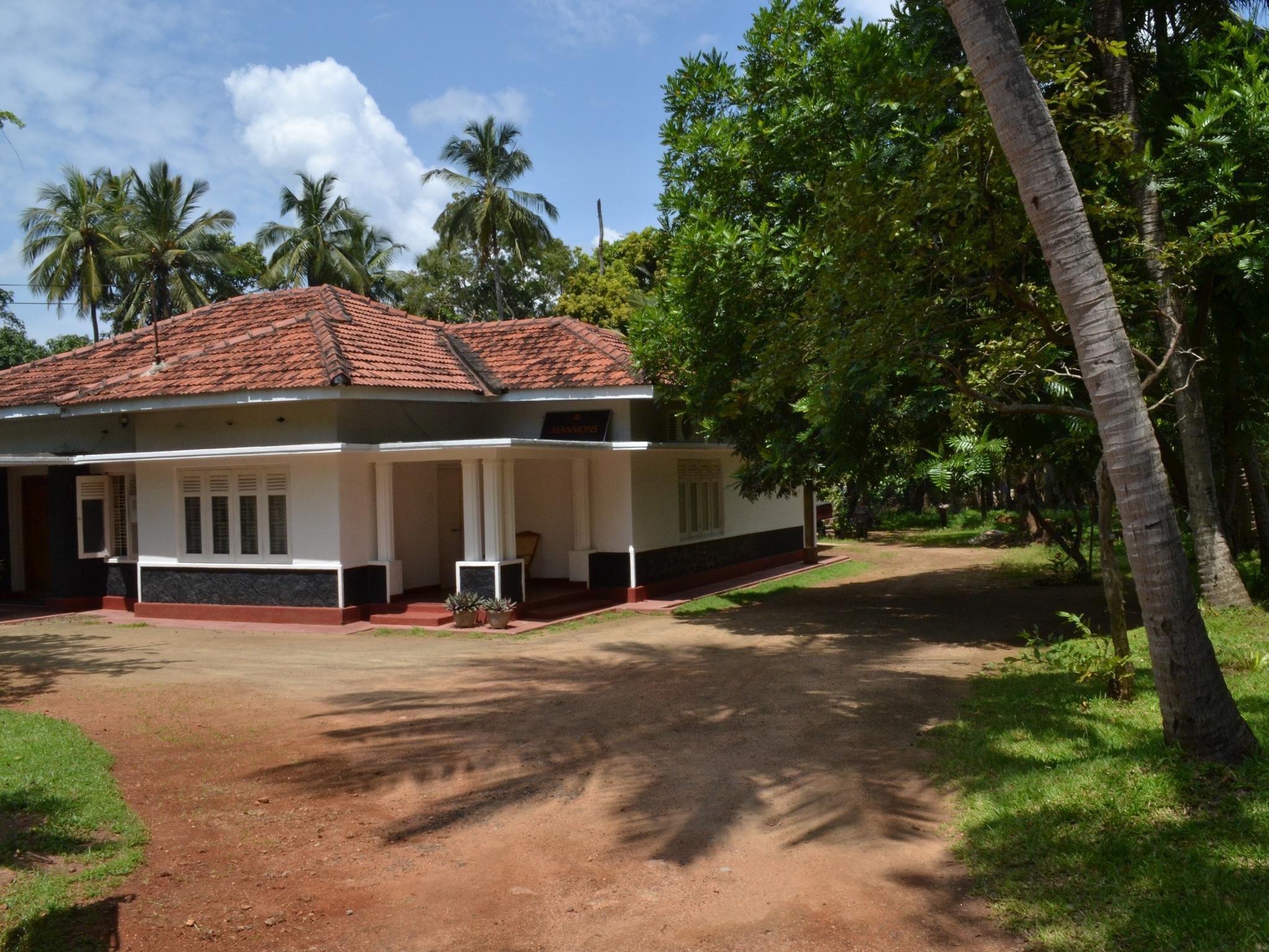 The Mansions, N. Palatha East