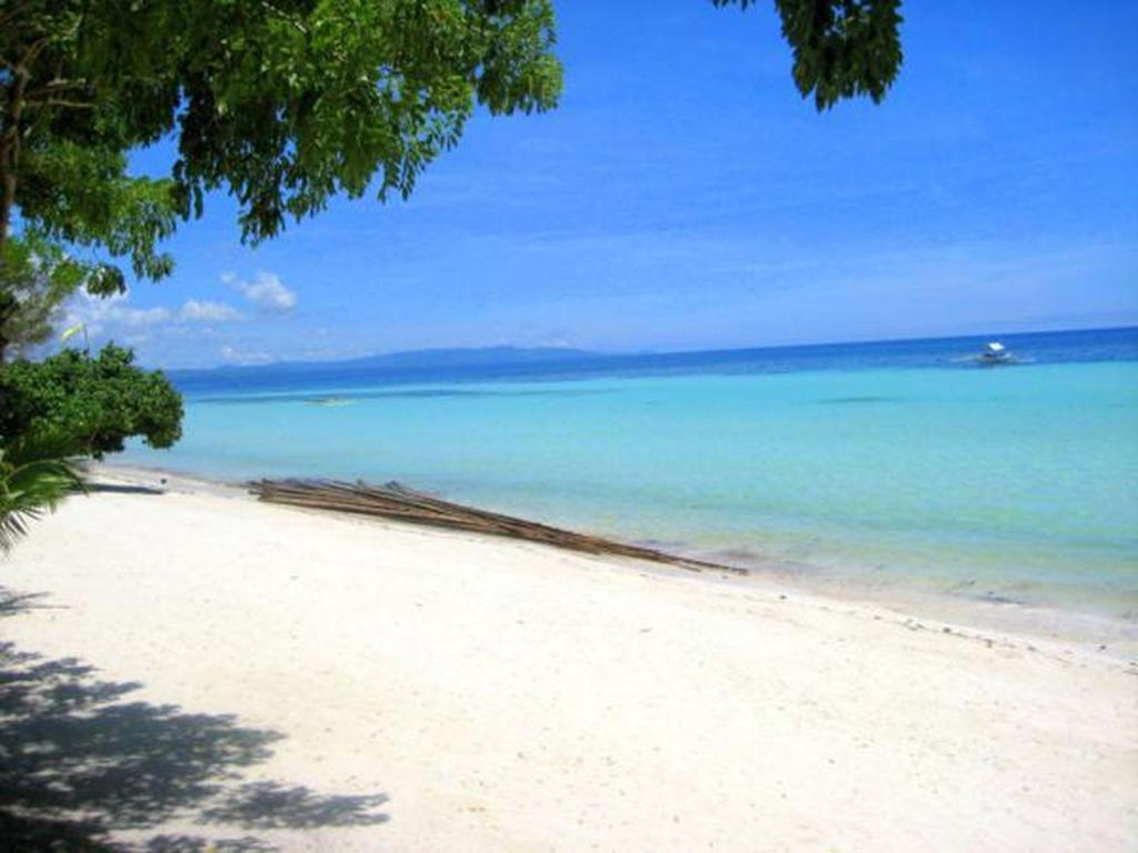 Best Price on Whites and Greens Beach Resort in Bohol