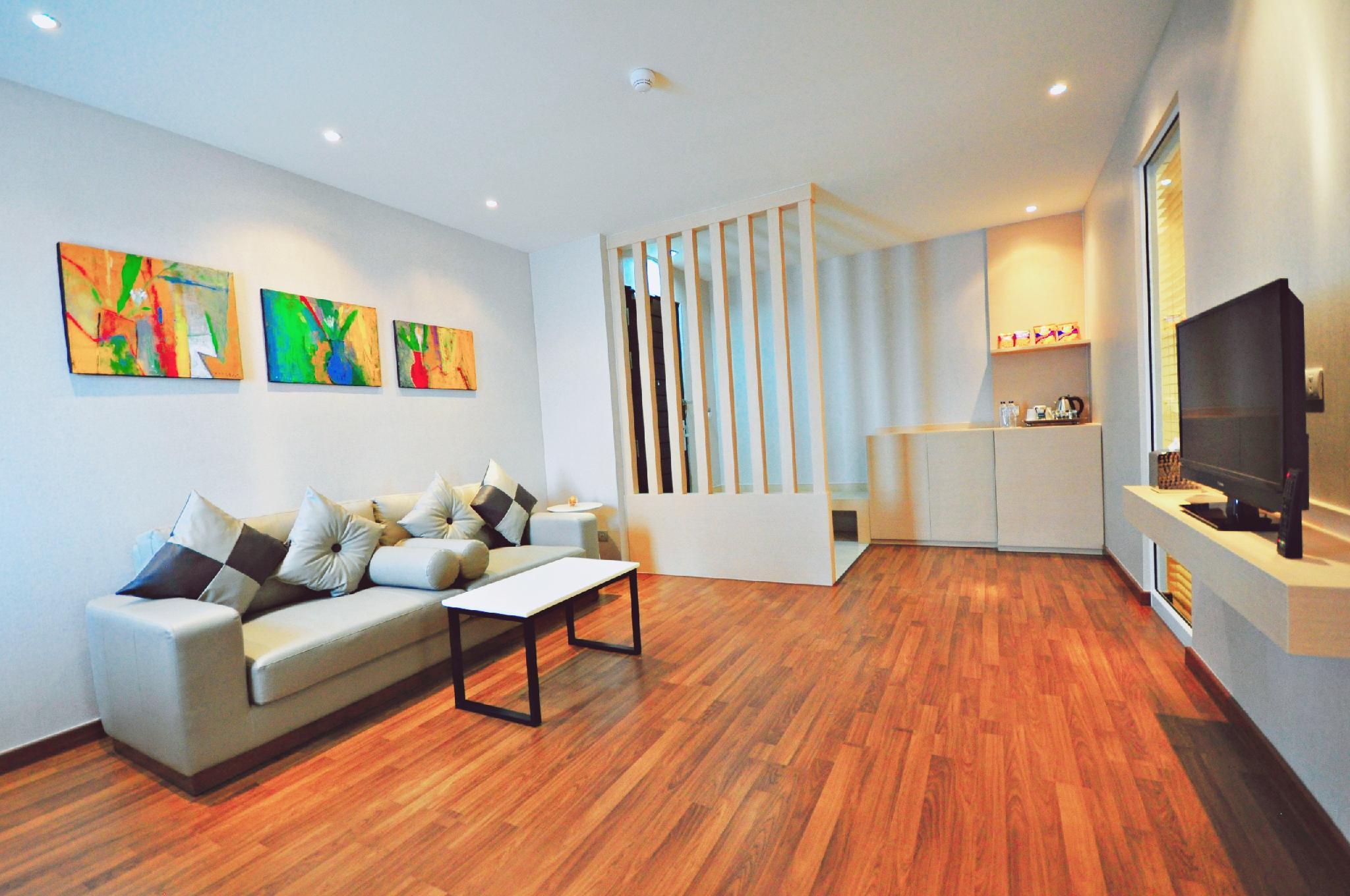 Parinda Hotel, Khlong Toey
