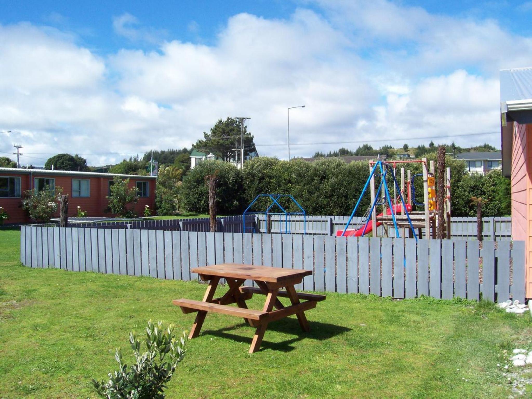 Greymouth Kiwi Holiday Park & Motels, Grey