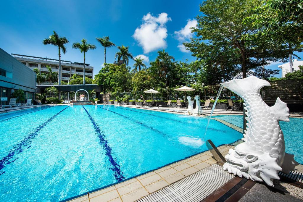 Where to Stay in Kaohsiung - Swimming pool at Holiday Garden Hotel