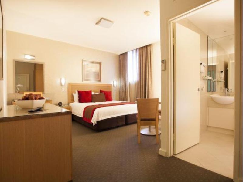 Best Western Plus Travel Inn Hotel, Port Phillip - West