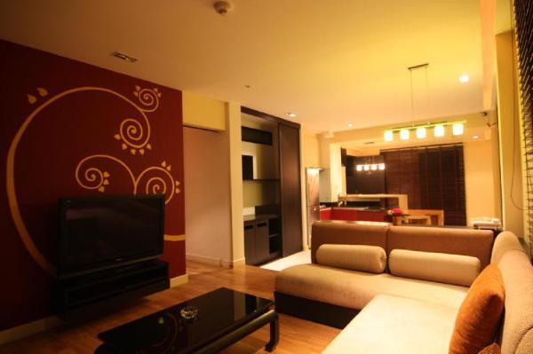 yellow cube Room 7 Pattaya