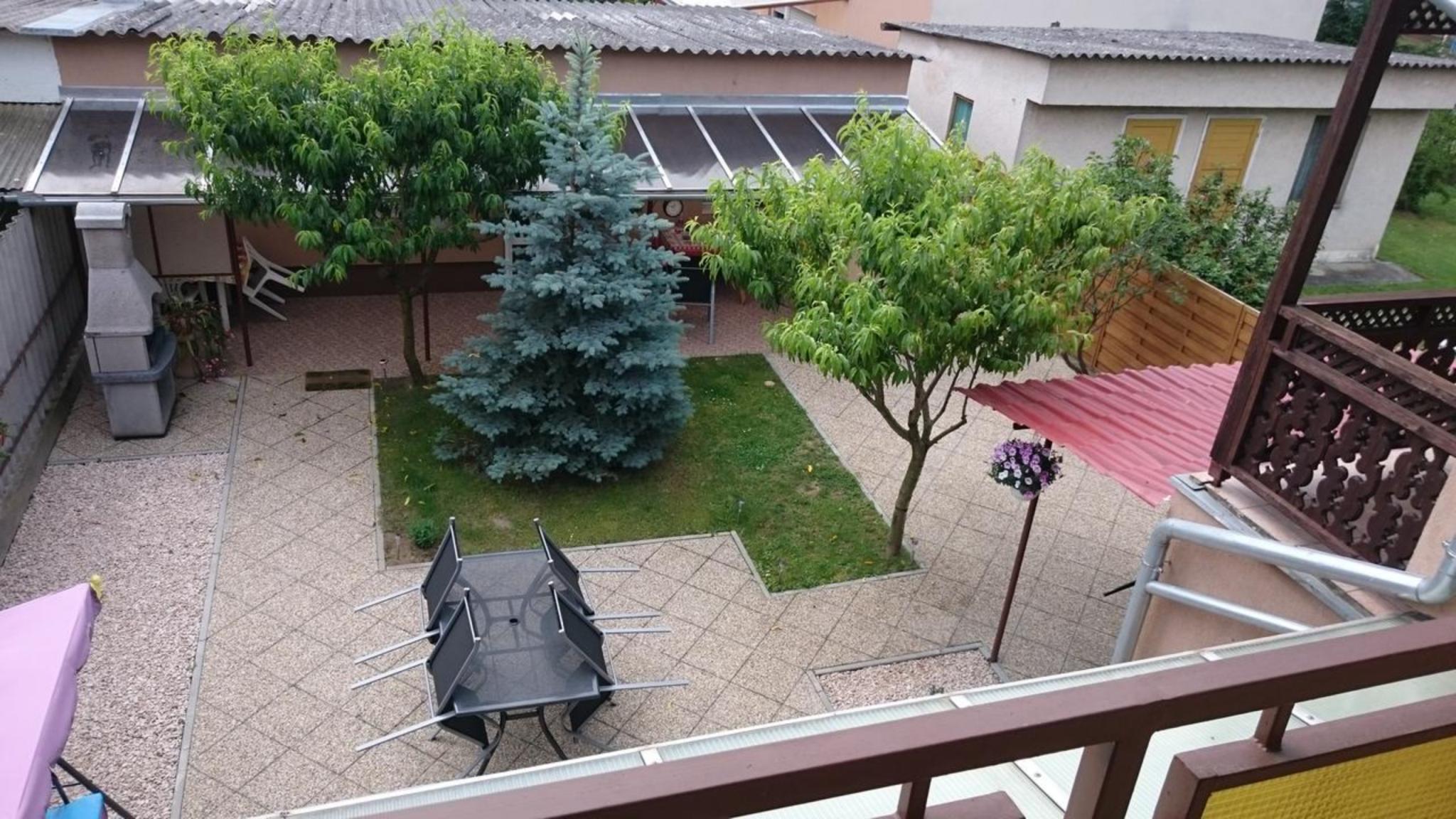 Apartman Edit, Siklósi