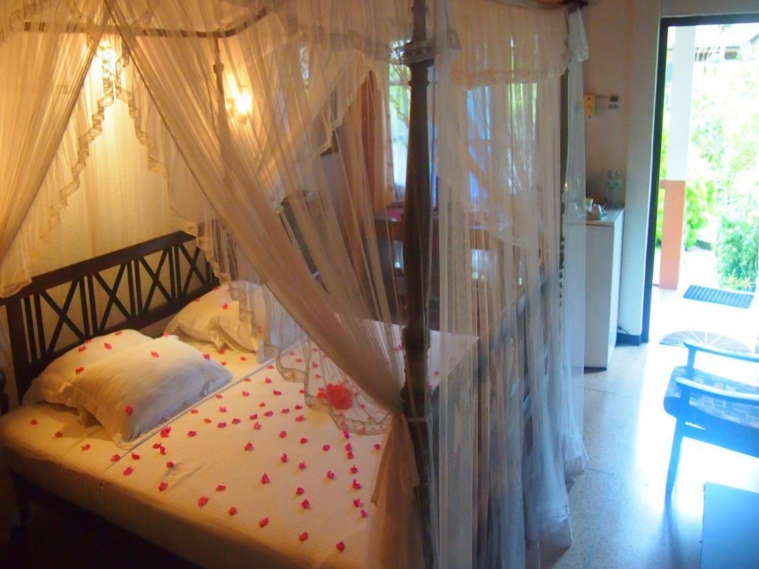 Best price on hotel flower garden in unawatuna reviews for Garden room reviews