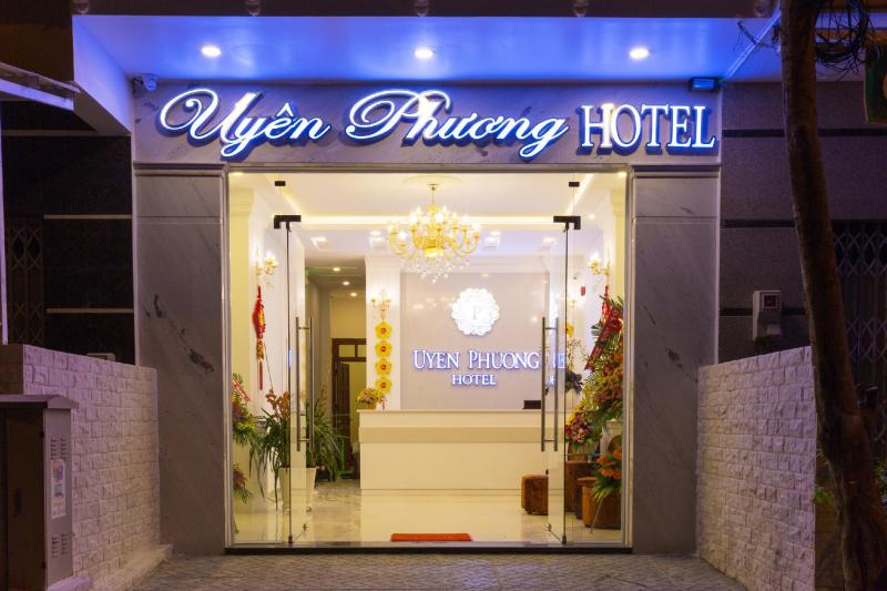 Khách sạn Uyên Phương