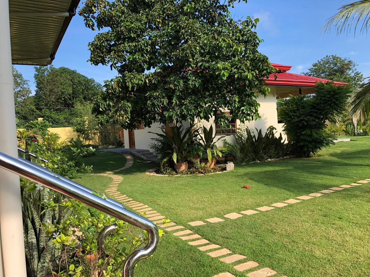 Strutz Art Garden Resort, Bangued