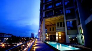 Mandarin Plaza Hotel
