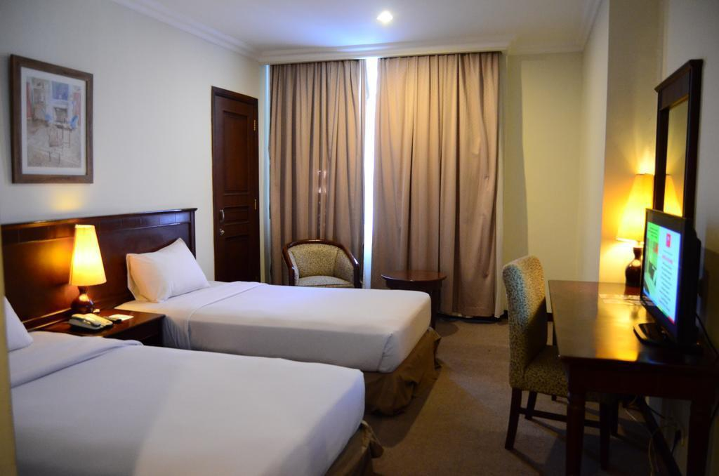 M - Regency Hotel Makassar