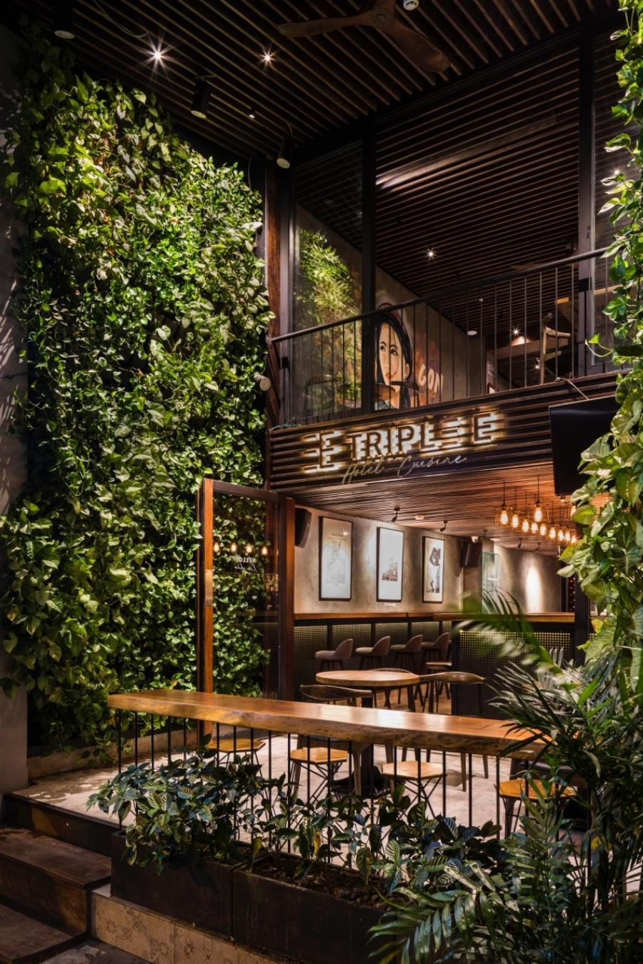 Triple E Hotel & Cuisine, Quận 1