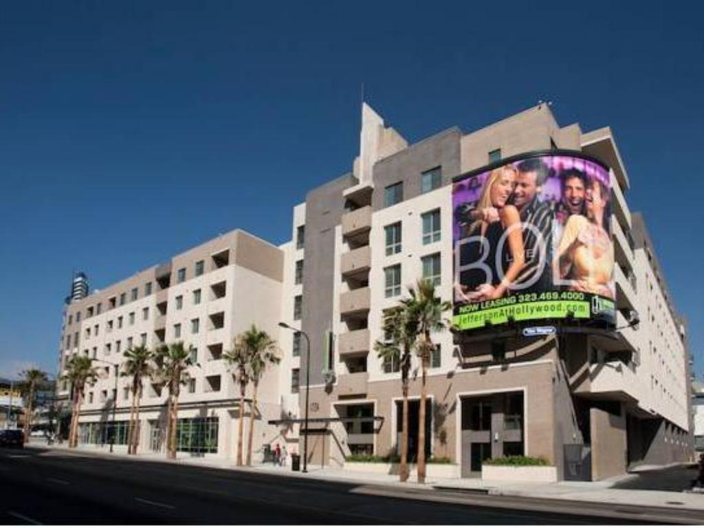 Best Price on The Hollywood Red Carpet Apartment in Los ...