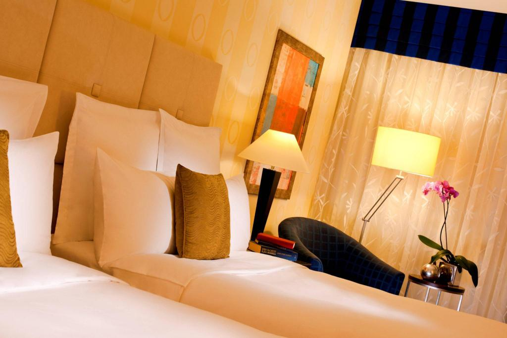 Renaissance Atyrau Hotel 客房(2张双人床)