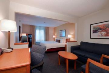 南喬利埃特Fairfield Inn酒店