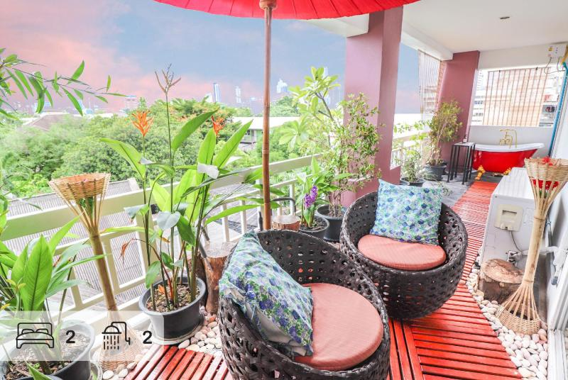 Outdoor skybaht 2 BR 2 BATH in Lumpini MRT