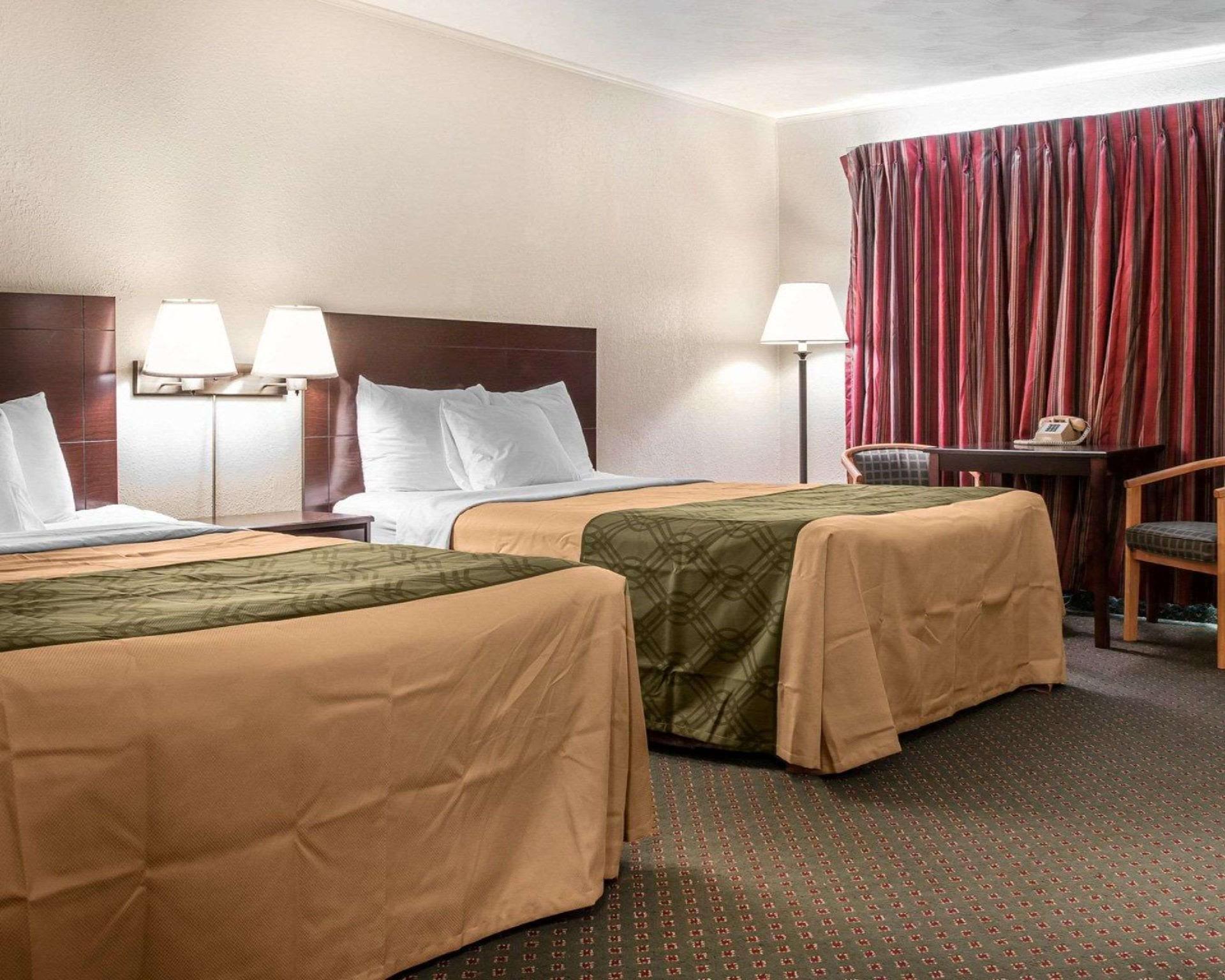 Econo Lodge Inn & Suites Munising Area, Alger