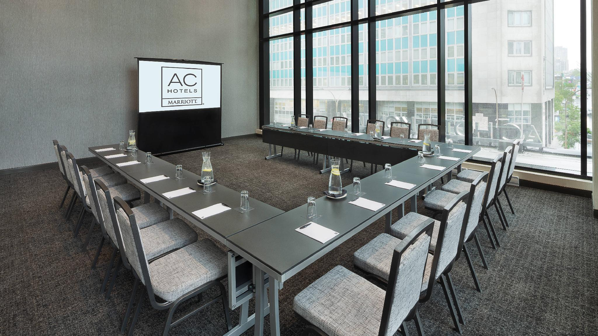 AC Hotel by Marriott Montreal Downtown, Montréal