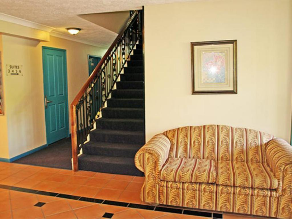 Best Price On Aaa Airport Albion Manor Apartments And