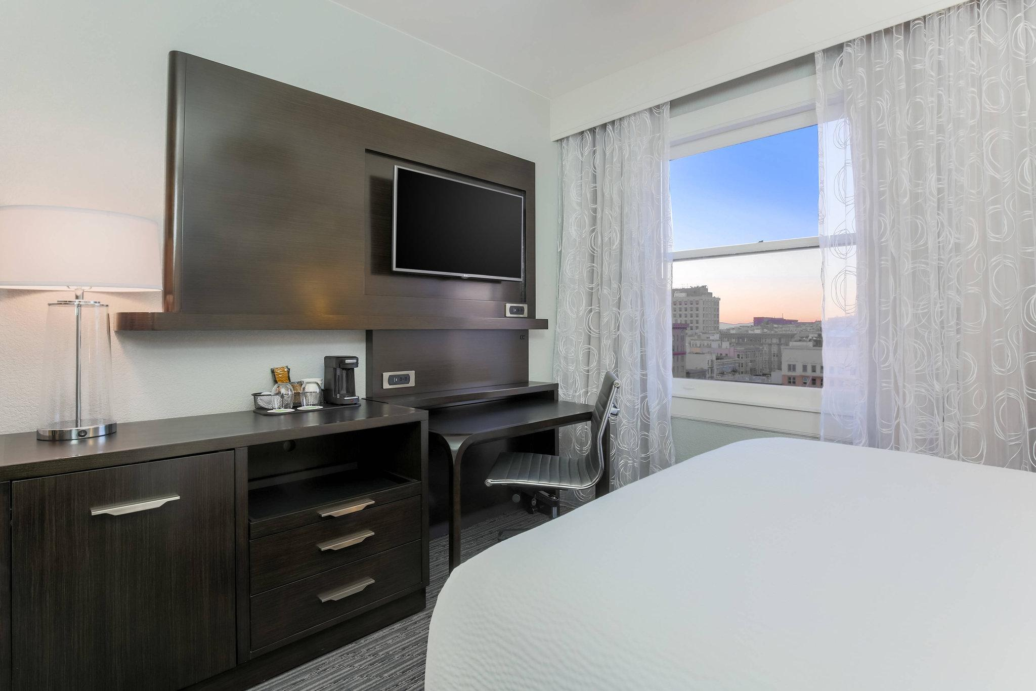 Guest room, 1 Queen, City view