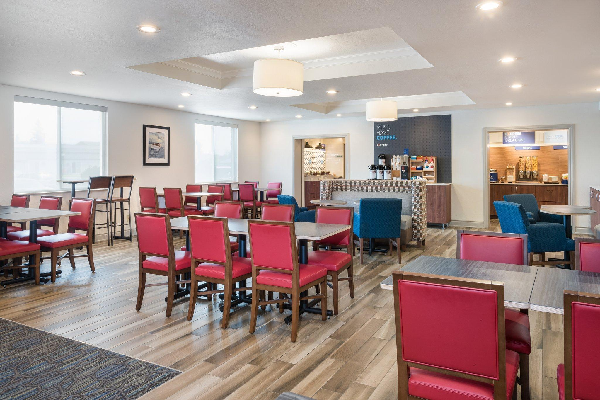 Holiday Inn Express Hotel & Suites 1000 Islands - Gananoque, Leeds and Grenville