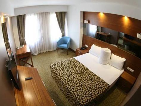 غرفة عادية مزدوجة أو توين (Standard Double or Twin Room)