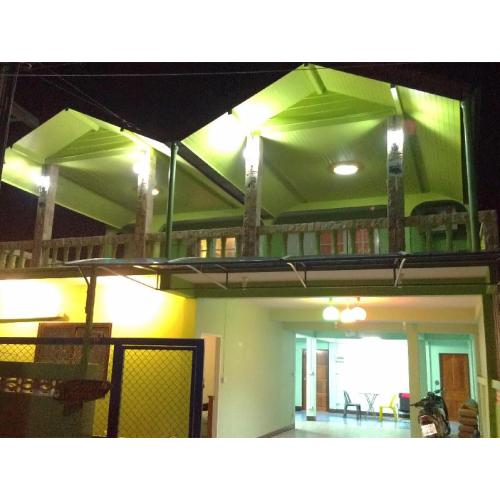 บ้านพัก เพื่อนสีชัง (Banpak Pueansichang)