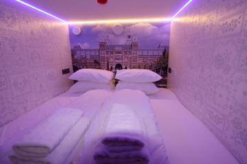 Best Hotels in Amsterdam : De Bedstee Boutique Capsule Hotel