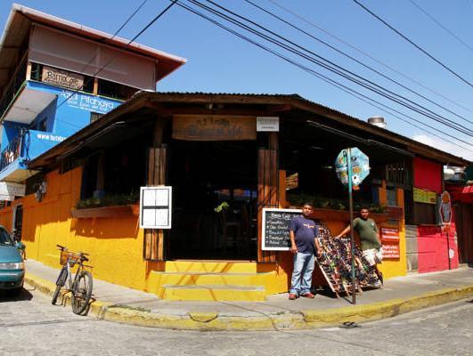 Barrio Cafe Hotel Restaurant Bar, Tola