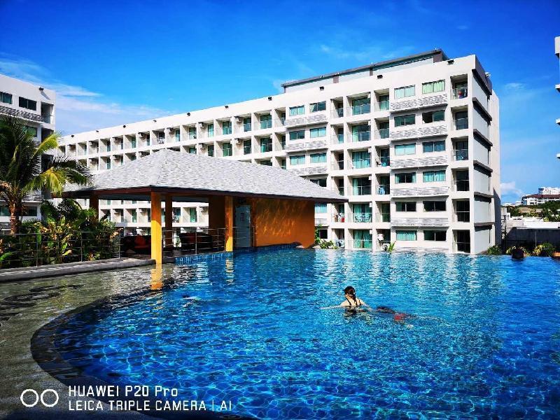 Maldives condo, Pattaya largest swim pool-cityview