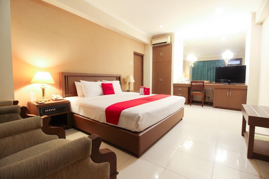 RedDoorz Premium Slamet Riyadi 2
