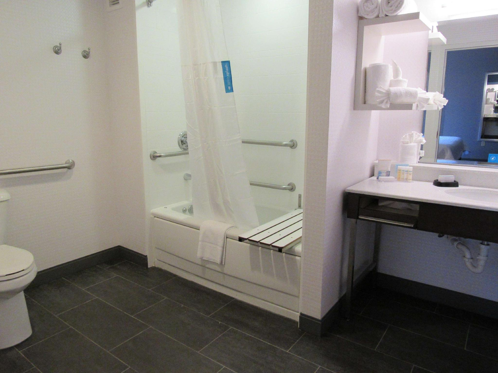 1 King Accessible Tub Suite Non-Smoking