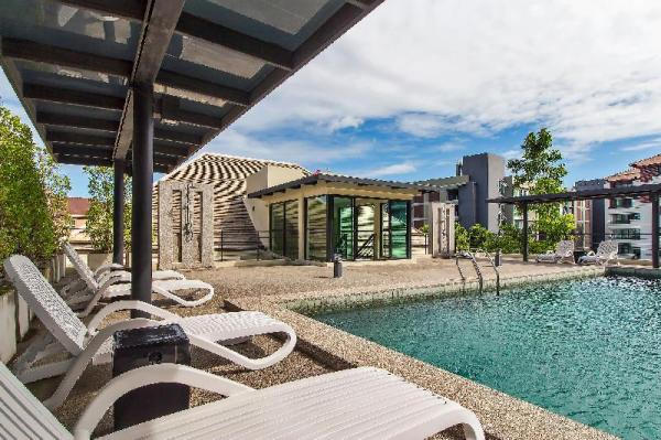 Luxe Residence Modern 12 Bed Rooftop Pool Villa Pattaya