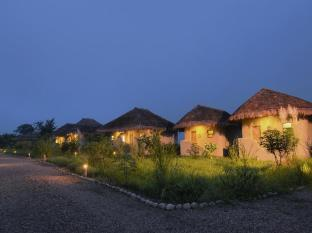 Barahi Jungle Lodge