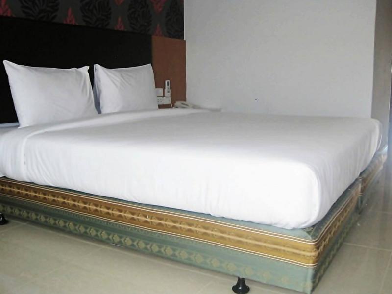 Orange Grand Hotel, Sadao