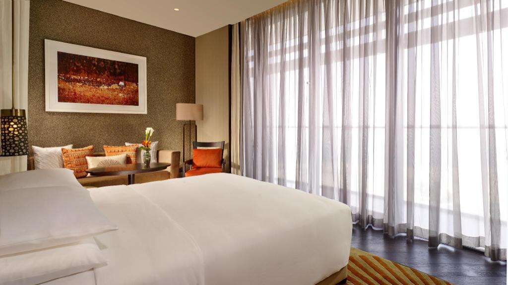 阿布扎比君悦大酒店及阿联酋珍珠旅馆豪华房(特大床) - 卧室