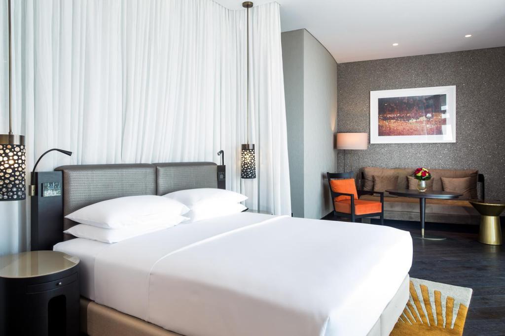 阿布扎比君悦大酒店及阿联酋珍珠旅馆特大床房 - 卫浴间