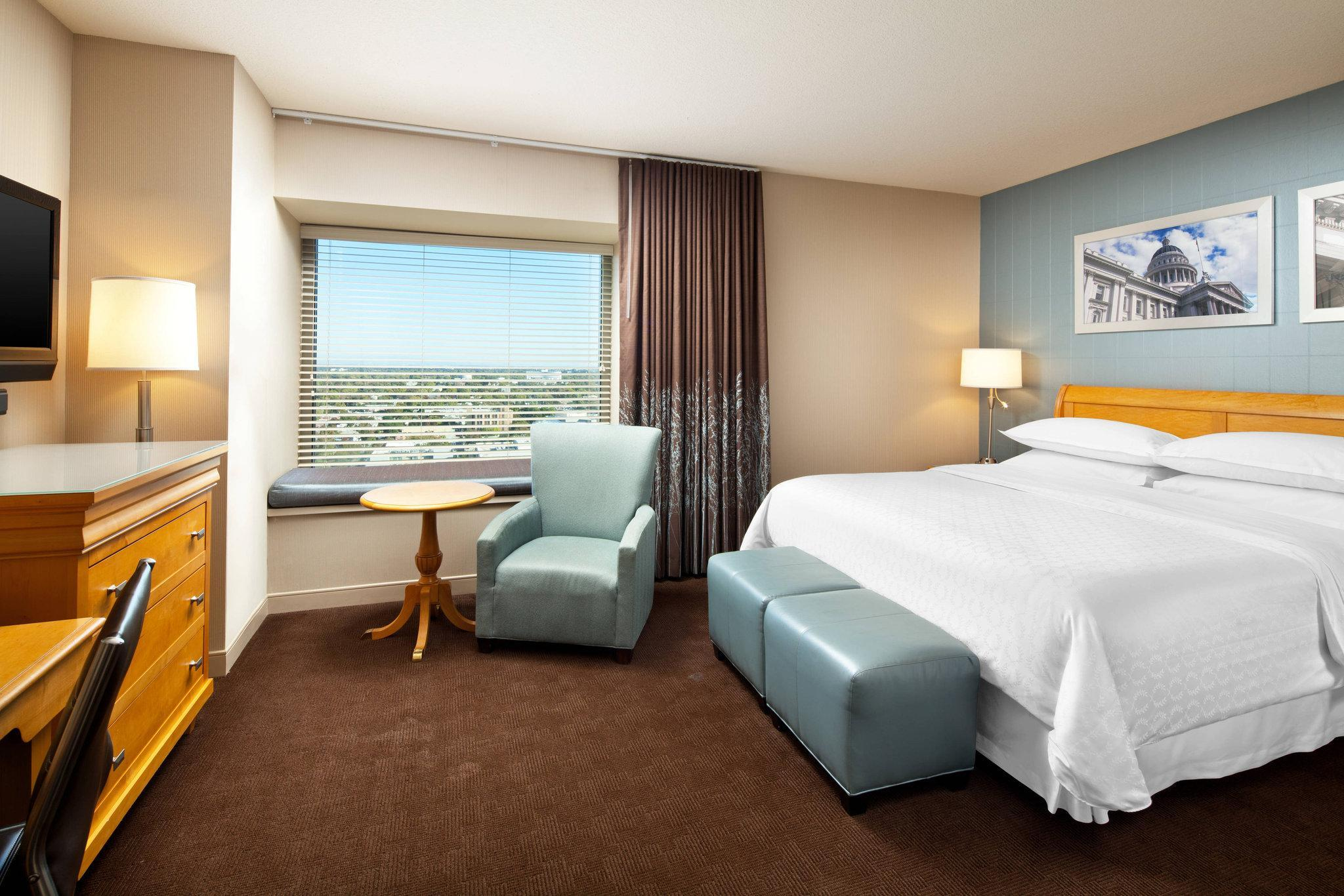 Guest room, 1 King, City view, Low floor
