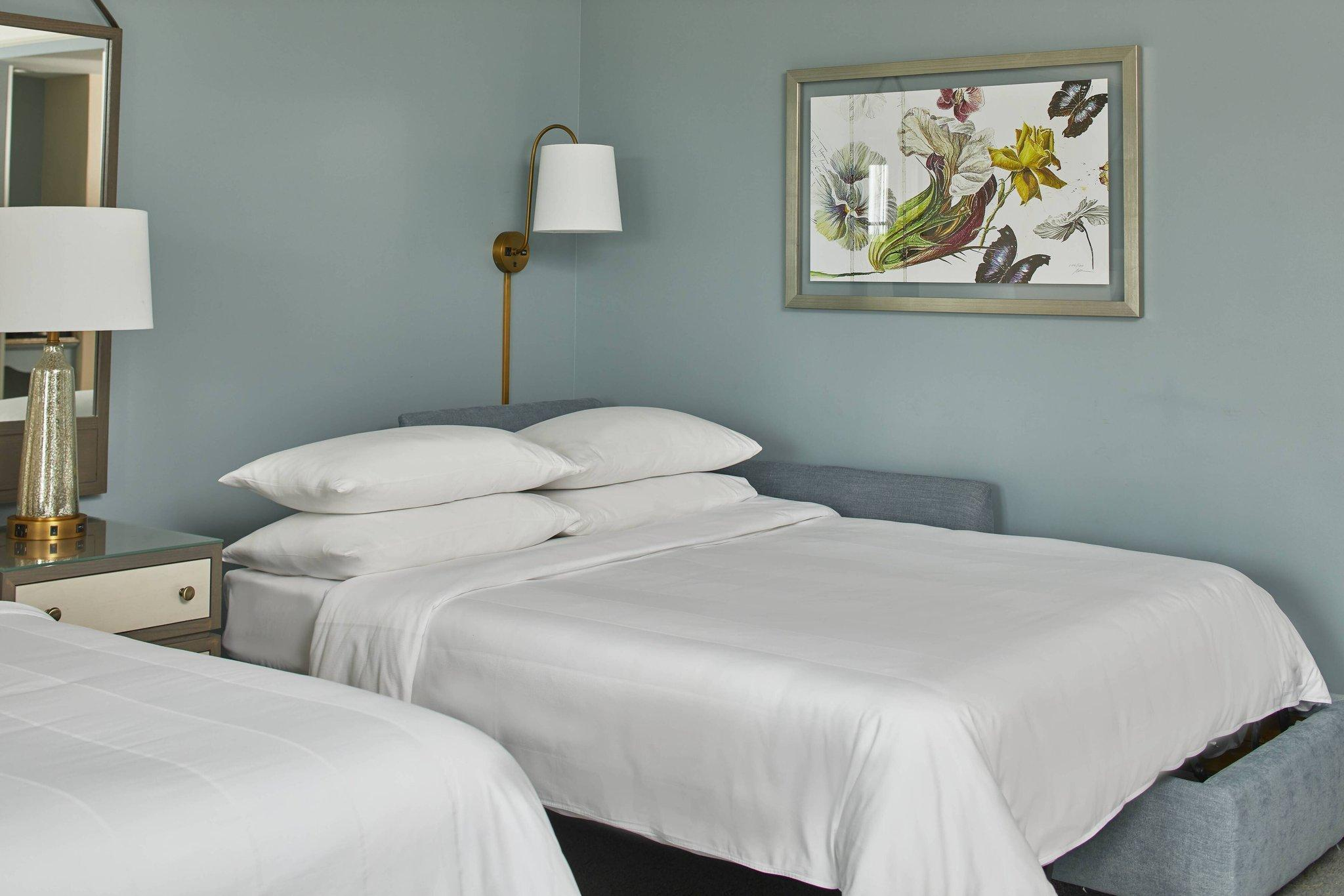 Larger Guest room, 2 Queen, Marina view, Spa Building