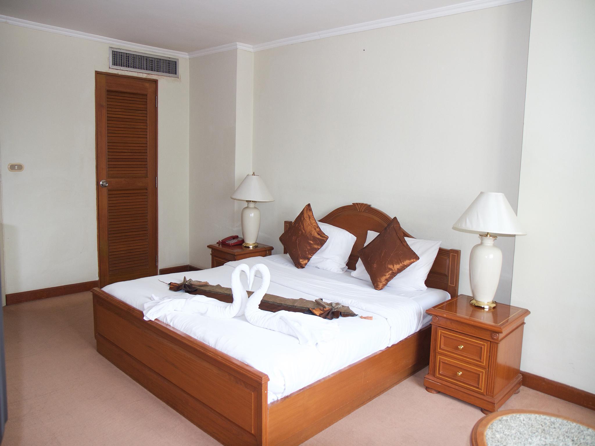 Omni Syncate Suites, Khlong Toey