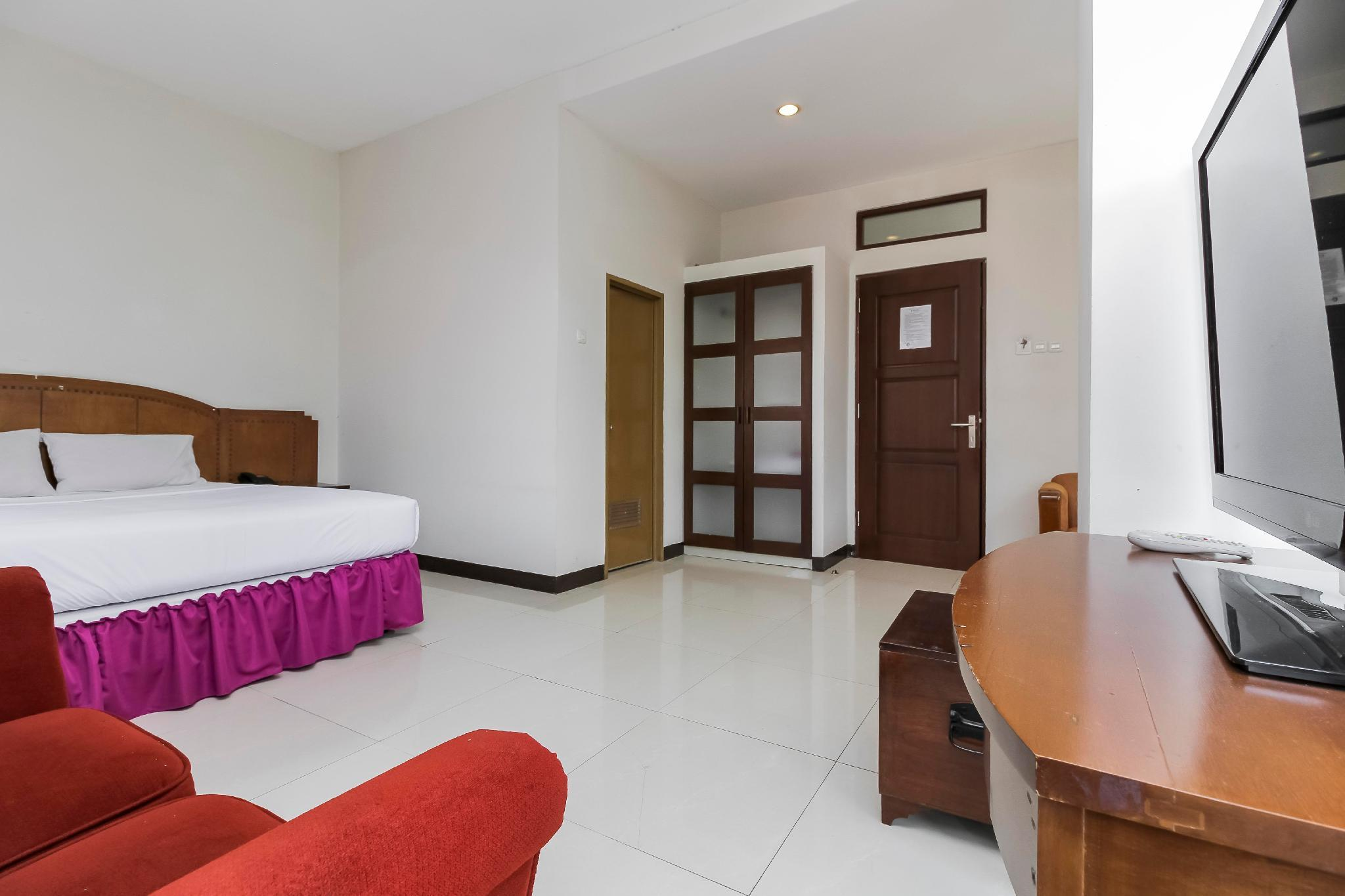 Emia Hotel, Bandung
