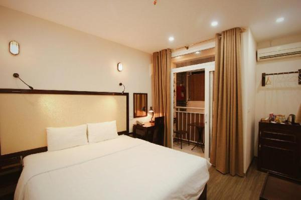 Deluxe Double Twin Internal Balcony Old Quarter Hanoi