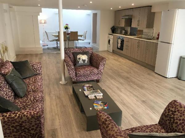 Large 2 bed flat with free gym access Eastbourne