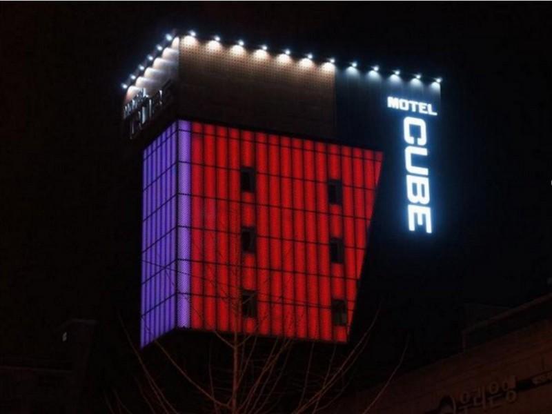 Cube Motel, Nam