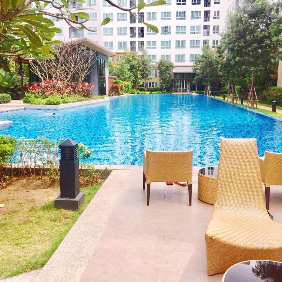 High-end pool apartment