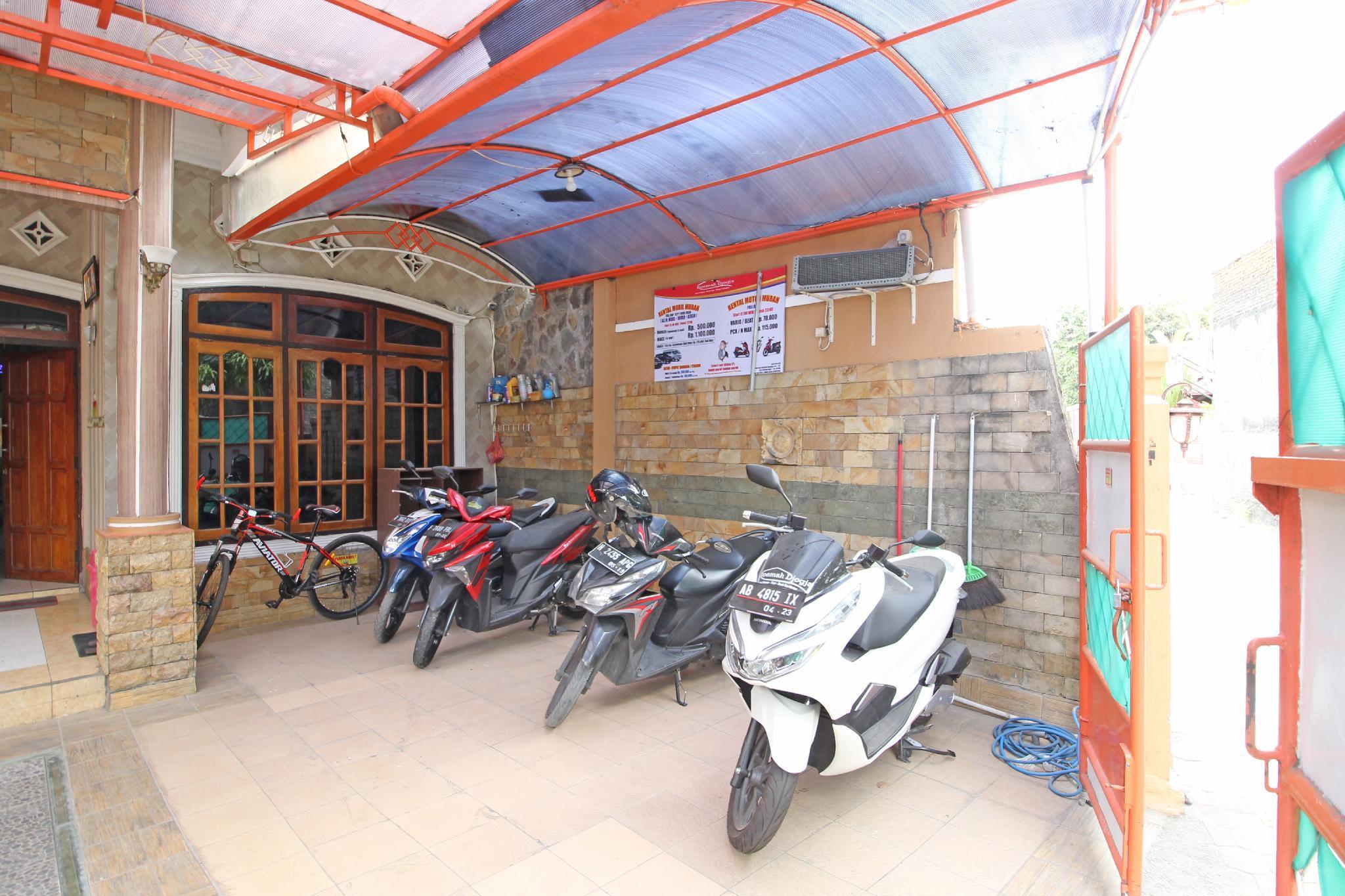 RedDoorz near Mall Ambarukmo Yogyakarta