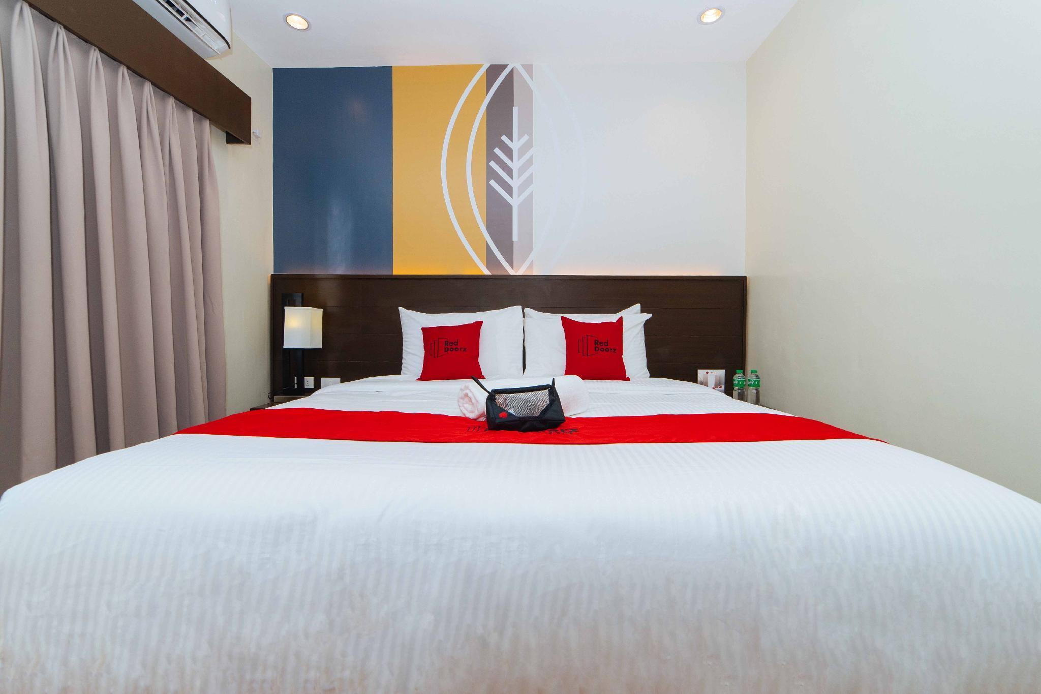 RedDoorz Premium @ Sta Rosa Tagaytay Road, Silang