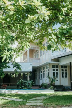 Villa With Big Yard & Pool Chiang Mai