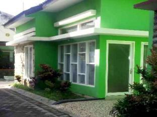 Full House 2 Bedroom at VILA FARABELA BATU, Malang