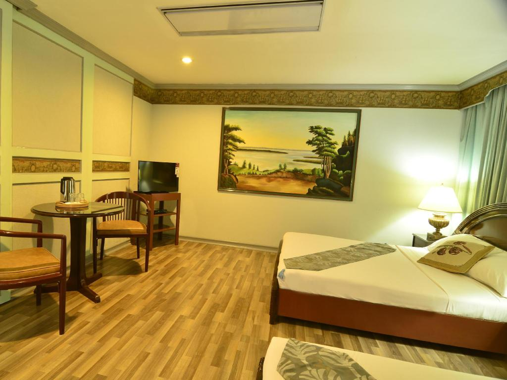 Best Price On Holiday Plaza Hotel Cebu In Cebu Reviews