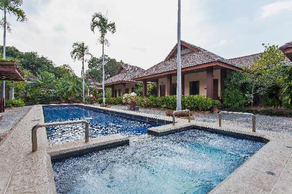 Emerald Resort   10BR Pool Resort 750m to Beach Pattaya
